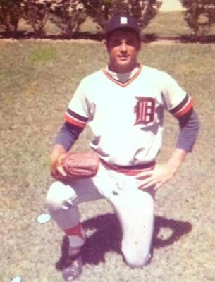 Arnie Costell | Major League Baseball Pitcher | GIOTalk
